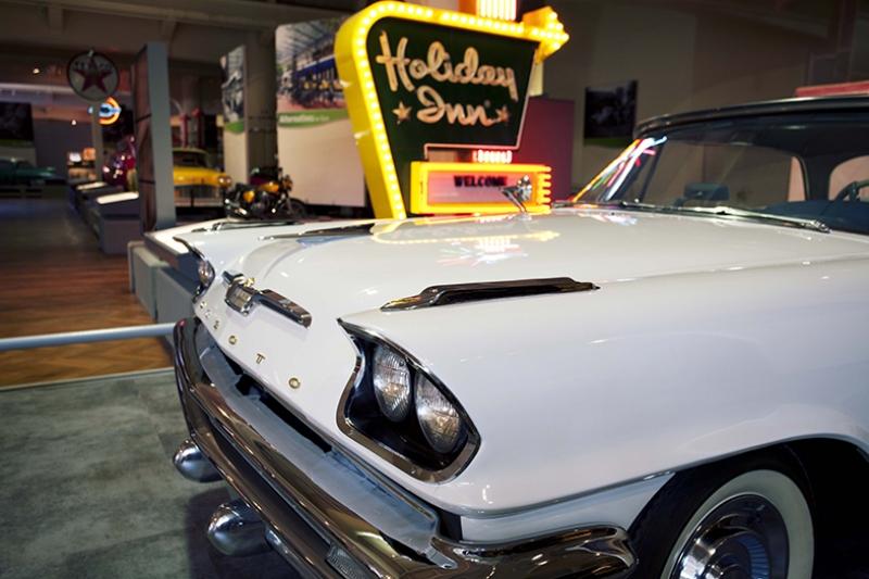 Amerikan Beyaz Klasik Otomobil Kanvas Tablo