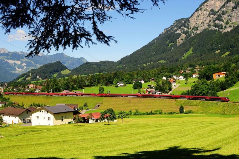 Avusturya Sarp Dağları Yeşil Doğa Manzaraları Kanvas Tablo