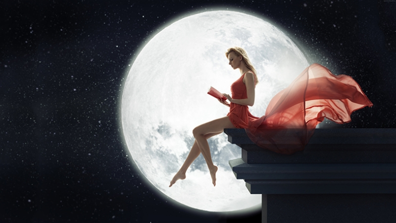 Ay Işığı ve Kırmızılı Kadın Fotoğraf Kanvas Tablo