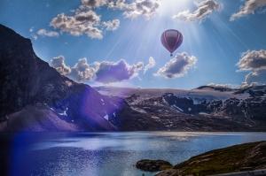 Balon ve Dağ Manzarası 2 Doğa Manzaraları Kanvas Tablo