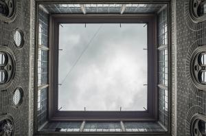 Bina ve Gökyüzü Fotoğraf Kanvas Tablo