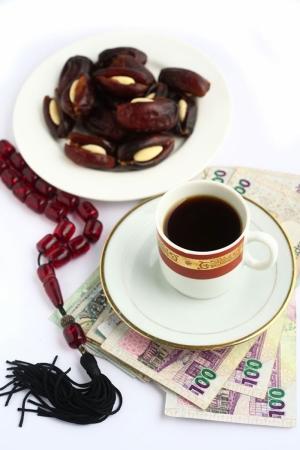 Bir Fincan Arap Kahvesi Ve Hurma 3 Lezzetler Kanvas Tablo