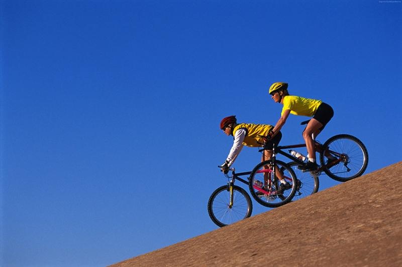 Bisiklet Süren Çift Spor Kanvas Tablo