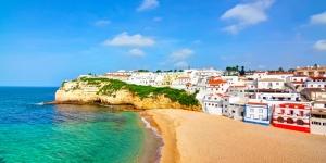 Carvoeiro Portekiz Renkli Evler Sahil