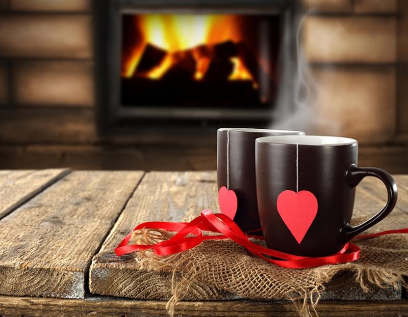 Dağ Evinde Şömine Başında Kahve Keyfi Aşk & Sevgi Kanvas Tablo