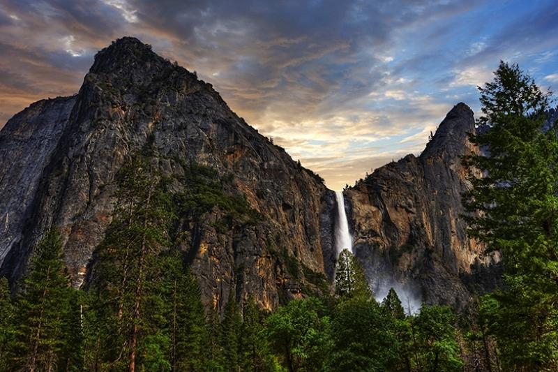 Dağ Kayalık Şelale Manzarası Kanvas Tablo