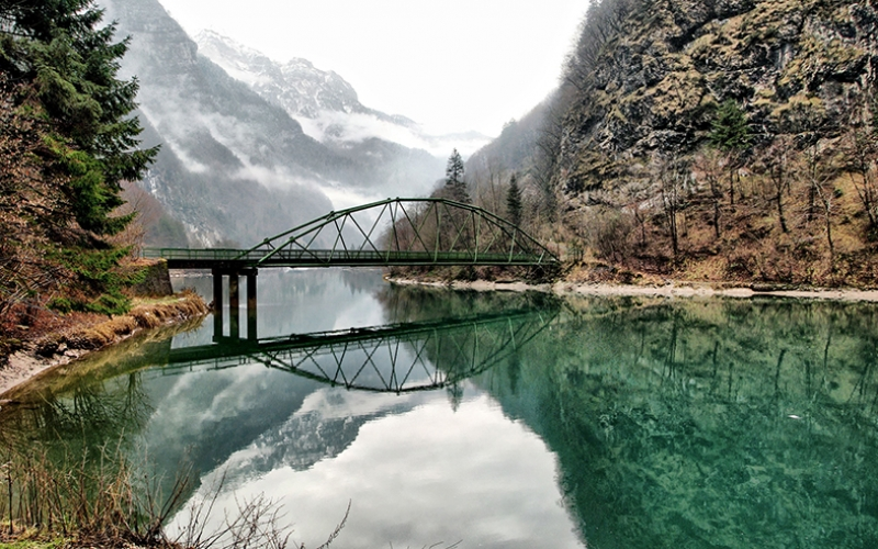 Dağların Arasında Asma Köprü Manzara Kanvas Tablo