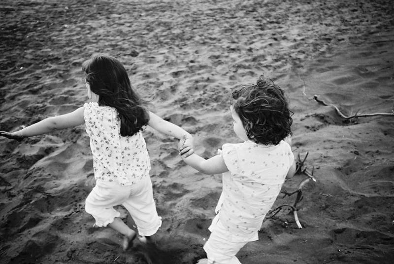 El Ele Koşan Çocuklar Fotoğraf Kanvas Tablo