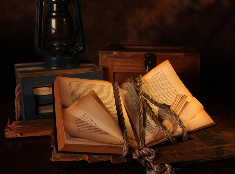 Eski Kitap Fotoğraf Kanvas Tablo