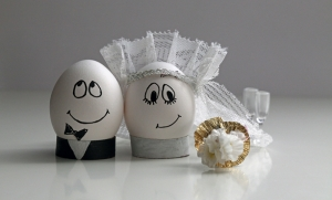 Evlenen Sevimli Yumurtalar Aşk & Sevgi Kanvas Tablo