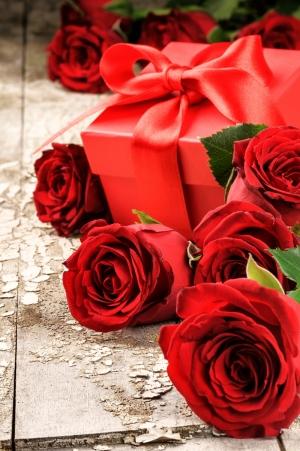 Güller ve Hediye 2 Aşk & Sevgi Kanvas Tablo