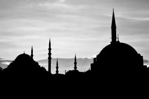 Gün Batımı ve Camii Gölgesi Siyah Beyaz Dini & İnanç Kanvas Tablo