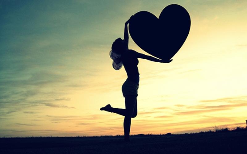 Günbatımında Kalpli Kız Aşk & Sevgi Kanvas Tablo