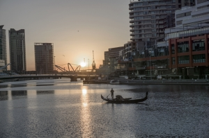Irmak ve Şehir Dünyaca Ünlü Şehirler Kanvas Tablo