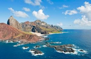 Issız Sarp Kayalıkları Mavi Deniz Doğa Manzaraları Kanvas Tablo