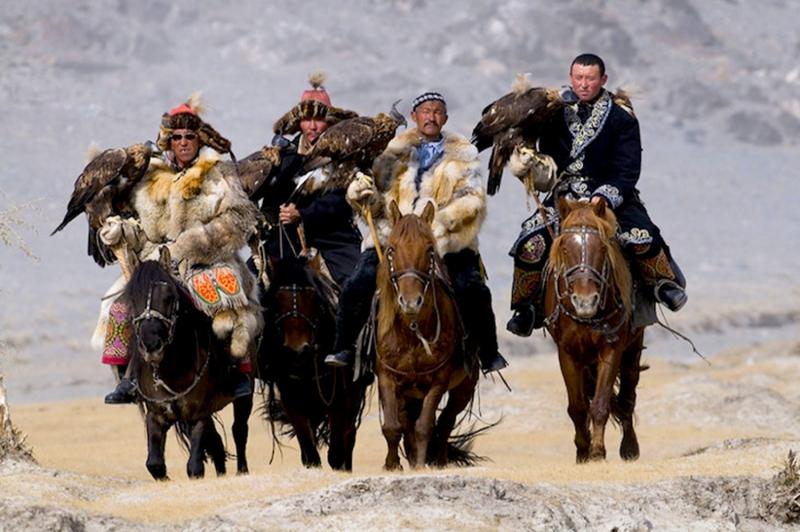 Kazak Türkleri 3 Kartalla Avlanma Fotoğraf Kanvas Tablo