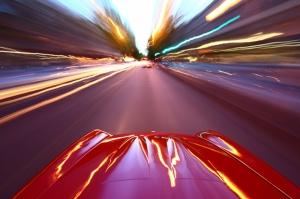 Kırmızı Otomobil Şehirde Hız Kanvas Tablo