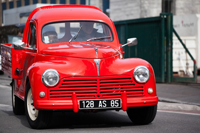 Kırmızı Pickup Eski Kamyonet Kanvas Tablo