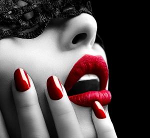 Kırmızılı Kadın Fotoğraf Kanvas Tablo