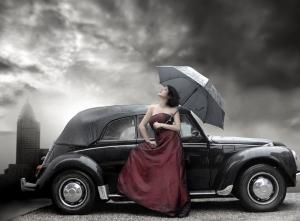 Kırmızılı Kadın ve Gökyüzü Fotoğraf Kanvas Tablo