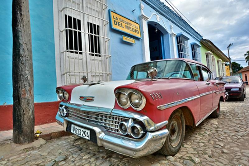Kuba Eski Klasik Otomobil Kırmızı Kanvas Tablo