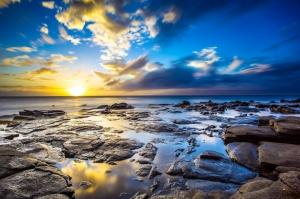 Kumsalda Gün Batımı Kayalıklar Deniz 1 Doğa Manzaraları Kanvas Tablo