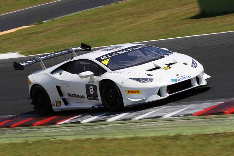 Lamborghini Huracan Trofeo Beyaz Yarış Pistinde Kanvas Tablo