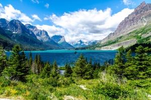 Mavi Göl Bulutlar Yeşillik Manzara Kanvas Tablo