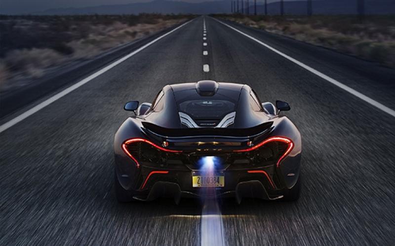 McLaren Yarış Arabası Yollarda Kanvas Tablo