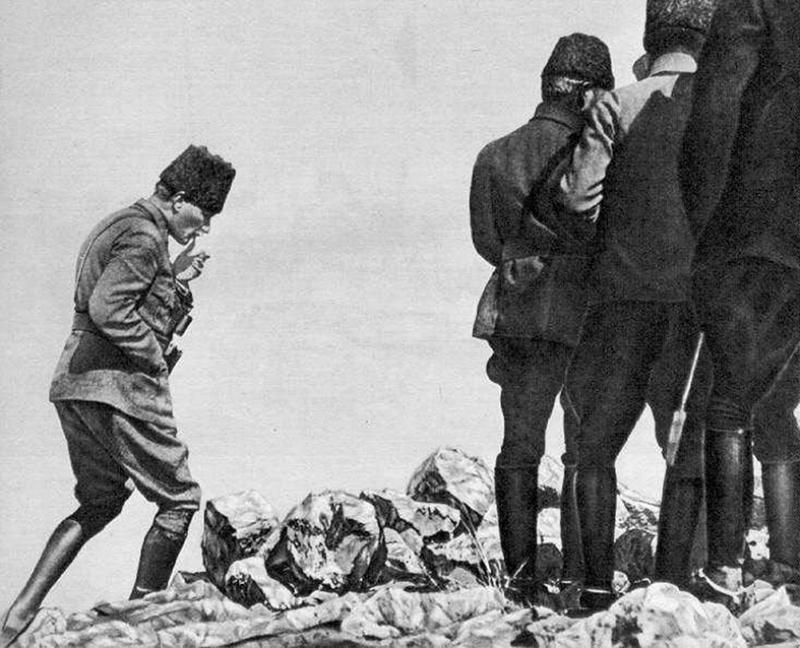 Mustafa Kemal Atatürk Cephe Siyah Beyaz Kanvas Tablo