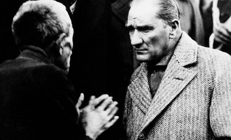 Mustafa Kemal Atatürk Köylü Dinliyor Kanvas Tablo