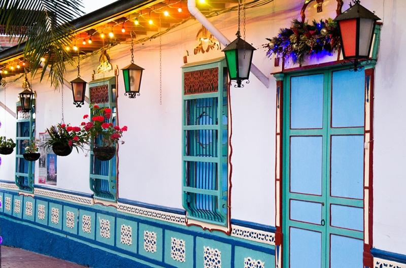 Renkli Ev Dünyaca Ünlü Şehirler Kanvas Tablo