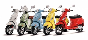 Renkli Vespalar Motorsiklet Araçlar Kanvas Tablo
