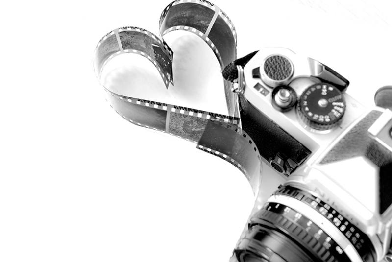 Retro Fotoğraf Makinası ve Film Kalp Aşk & Sevgi Kanvas Tablo