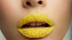 Sarı Dudaklar Fotoğraf Kanvas Tablo