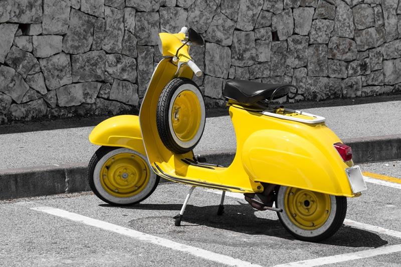 Sarı Vespa Motorsiklet Araçlar Kanvas Tablo