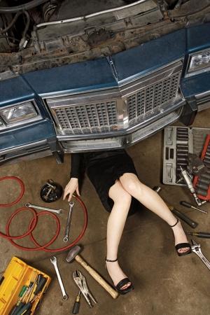 Seksi Tamirci Devamlı Bozulan Arabalar Fotoğraf Kanvas Tablo