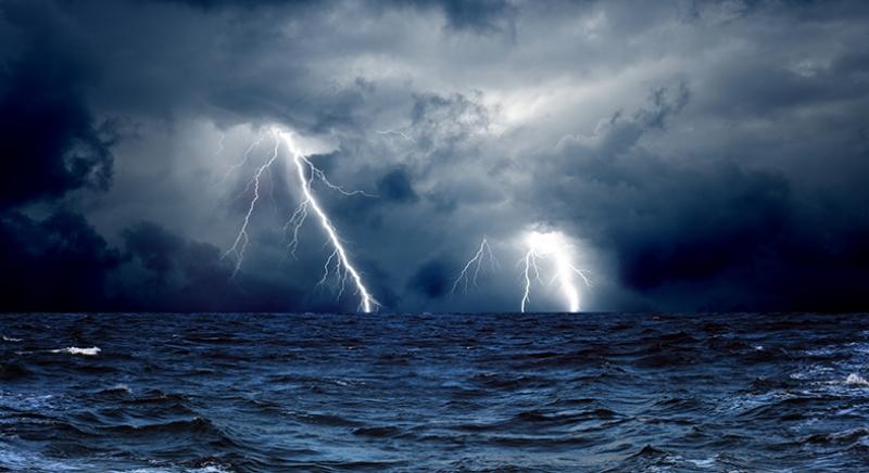 Şimşekler ve Fırtınalı Deniz Doğa Manzaraları Kanvas Tablo