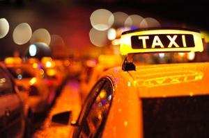 Taksi Trafik Gece Işıklar Kanvas Tablo
