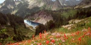 Tepeden Göle Kuş Bakışı Yüksek Dağlar Doğa Manzarası Kanvas Tablo