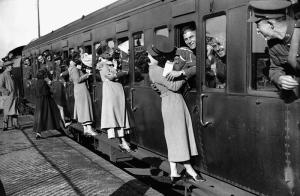 Tren Garında Veda Fotoğraf Kanvas Tablo