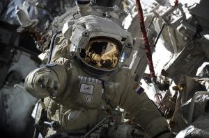 Uzayda Bir Astronot Fotoğraf Kanvas Tablo