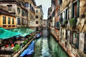 Venedik Dar Eski Sokaklar Renkli Evler Gondol İtalya-2 Dünyaca Ünlü Şehirler Kanvas Tablo