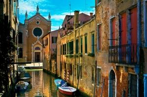 Venedik Dar Eski Sokaklar Renkli Evler Gondol İtalya Dünyaca Ünlü Şehirler Kanvas Tablo