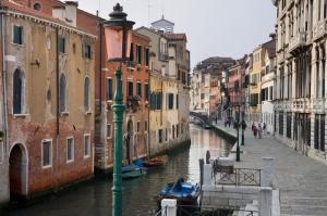 Venedik Dar Eski Sokaklar Renkli Evler Gondol İtalya Yaratıcı Müthiş Fotoğraflar-14 Dünyaca Ünlü Şehirler Kanvas Tablo