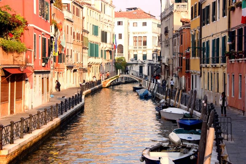 Venedik Dar Eski Sokaklar Renkli Evler Gondol İtalya Yaratıcı Müthiş Fotoğraflar-19 Dünyaca Ünlü Şehirler Kanvas Tablo