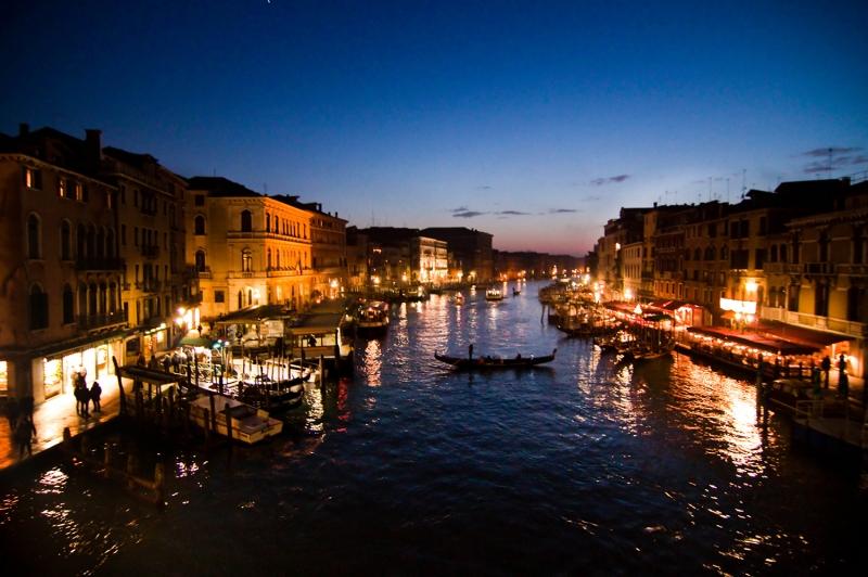 Venedik Dar Eski Sokaklar Renkli Evler Gondol İtalya Yaratıcı Müthiş Fotoğraflar-23 Dünyaca Ünlü Şehirler Kanvas Tablo