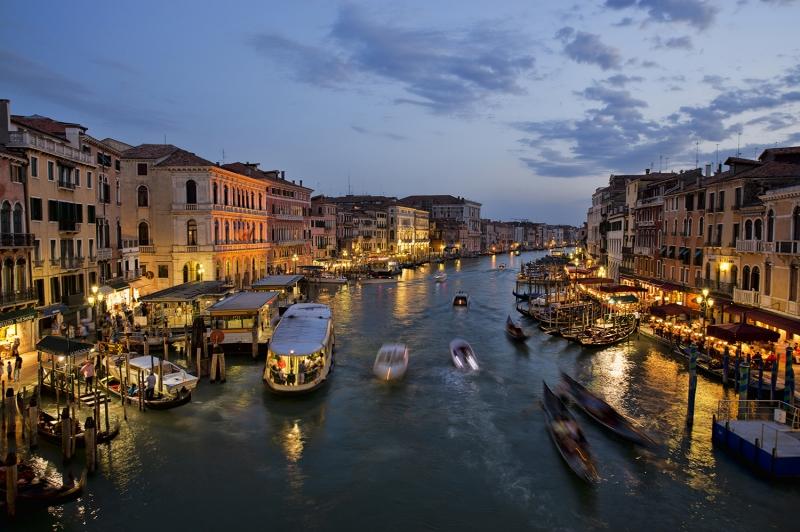 Venedik Dar Eski Sokaklar Renkli Evler Gondol İtalya Yaratıcı Müthiş Fotoğraflar-29 Dünyaca Ünlü Şehirler Kanvas Tablo
