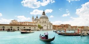Venedik Dar Eski Sokaklar Renkli Evler Gondol İtalya Yaratıcı Müthiş Fotoğraflar-32  Dünyaca Ünlü Şehirler Kanvas Tablo