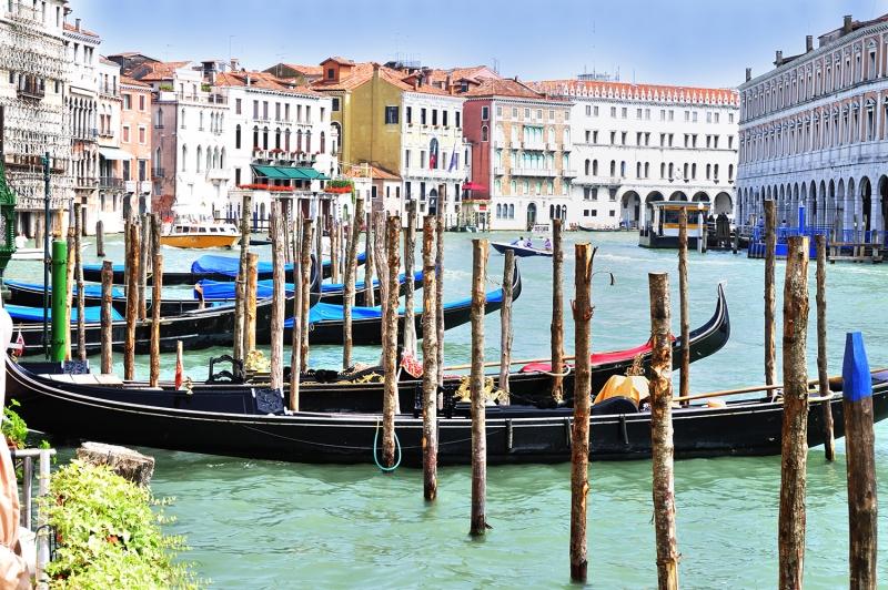Venedik Dar Eski Sokaklar Renkli Evler Gondol İtalya Yaratıcı Müthiş Fotoğraflar-34 Dünyaca Ünlü Şehirler Kanvas Tablo